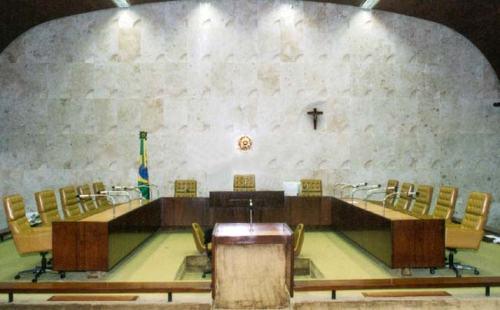 {AD402323-5B75-452F-8D22-C74DA2F3E60E}_crucifixo plenário STF
